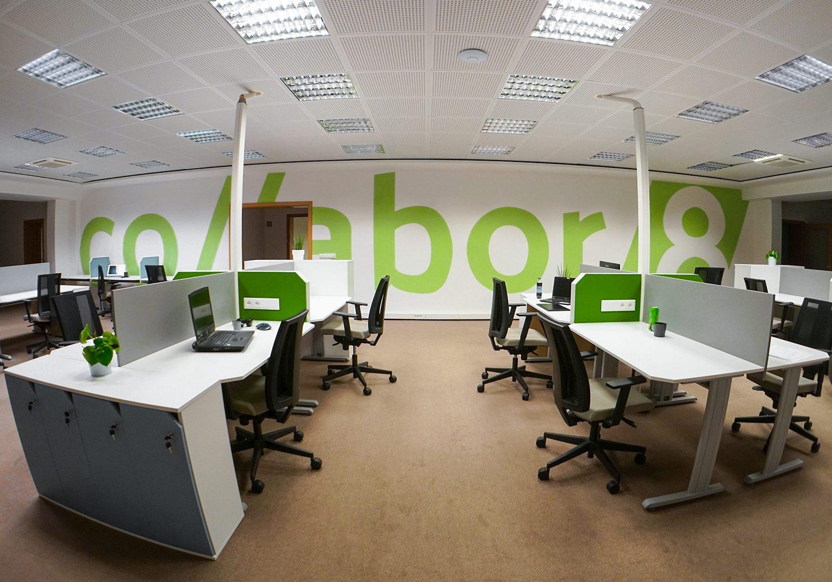 collabor8-4-veľký-openspace-sivý-panel_6